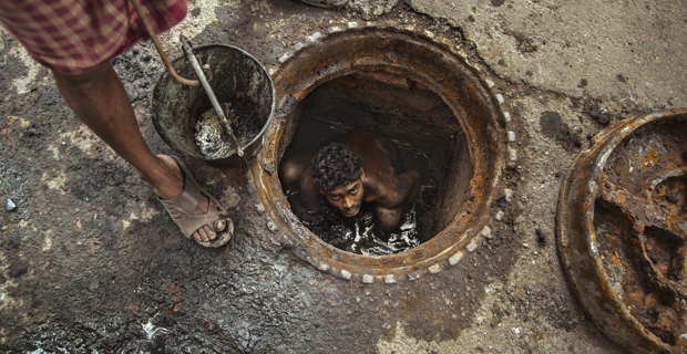 Calcutta-India-sewer-cleaner
