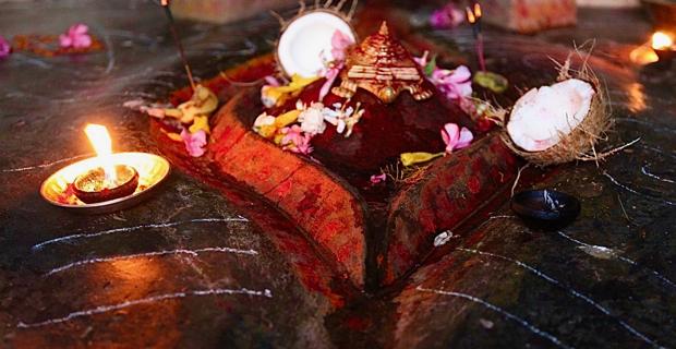 Ambubachi-Mela-Devi-Kamakhya-menstruation-statue